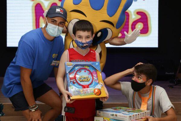 La Campaña 'Un Juguete, Una Ilusión' hace una nueva entrega de juguetes en Málaga a niños en situación de vulnerabilidad