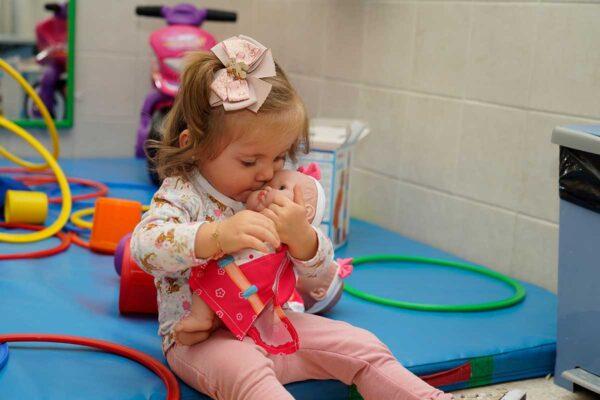 La Campaña 'Un Juguete, Una Ilusión' continúa impulsando la donación de juguetes en España y realiza una nueva entrega a niños en situación de vulnerabilidad de Pinos Puente (Granada)